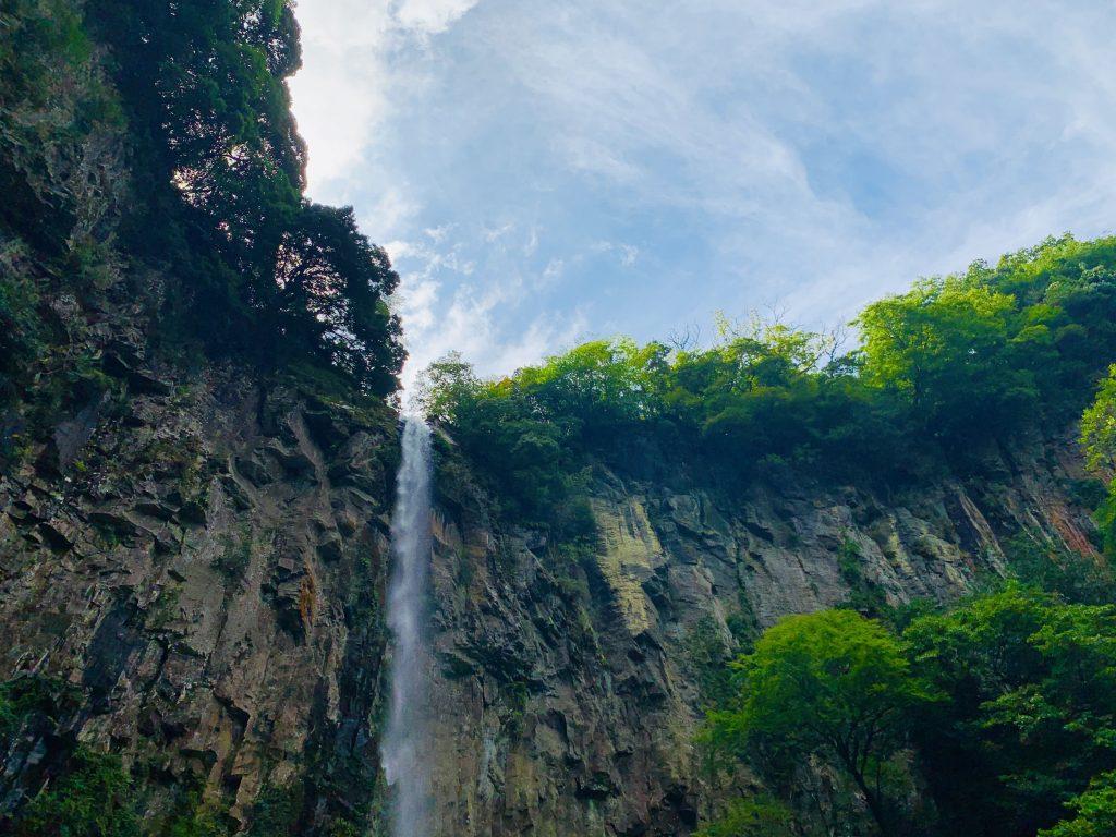 【宇佐市 安心院町 東椎屋の滝】九州華厳と称される大迫力の渓谷、マイナスイオンに癒される日本の滝 百選の一つ