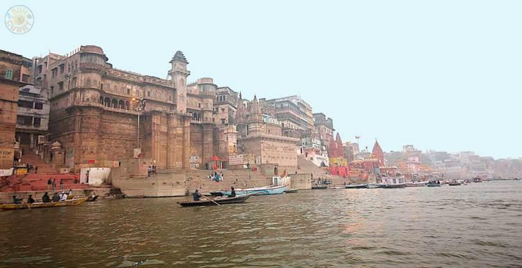 Die heiligste Stadt der Hindhus Varanasi am Ganges / Indien