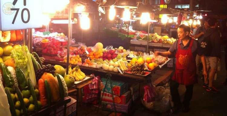 Obststand am Nachtmarkt