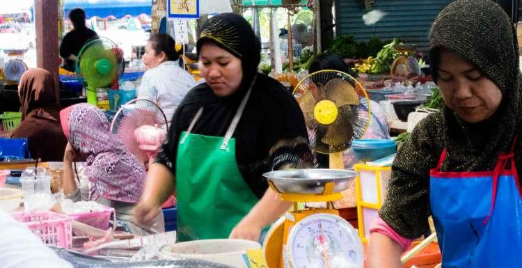 Verkäuferinnen am muslimischen Markt