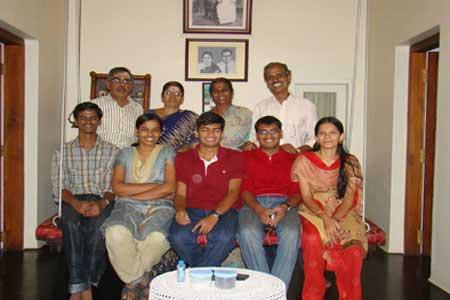 Guests of the Only Vegetarian Homestay in Wayanad Muruganathan, Anandhi, Swanalatha, Venugopal, Nishant, Nivediata, Nanjappan, Venkat and Abhirami
