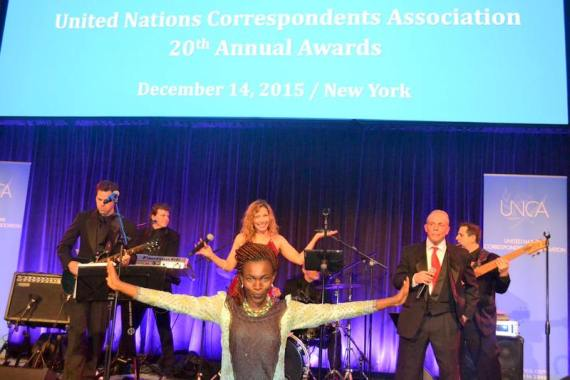 Tina-Armstrong-with-band-http://sundayadelajablog.com