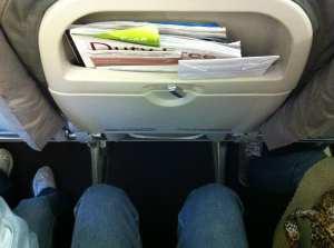 Como é voar de TACA - espaço para as pernas