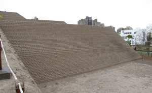 sitios arqueológicos de lima: Huaca Huallamarca - subindo a piramide