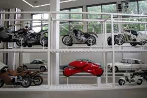 Museus de Munique - Pinakothek der Modern carros e motos