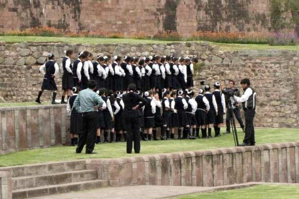 É possível ir para o Peru com crianças - Pose para fotos em Qoricancha em Cusco
