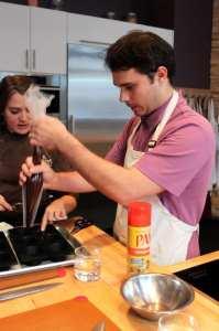 Mercados em Montreal - Fred tentando fazer bolinhos de chocolate