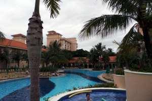 Royal Palm Plaza - Piscina com hidro
