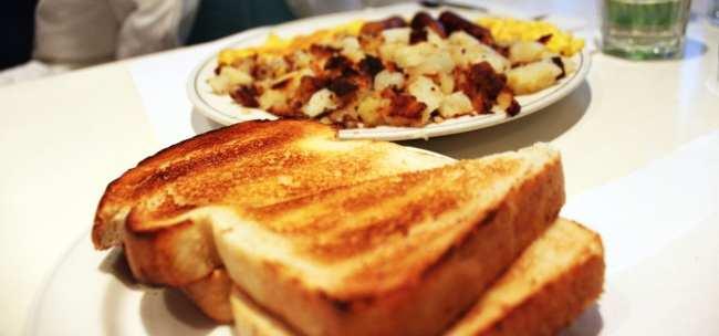 Comer bem em Montreal - Beauty's Café - grilled cheese e batata com bacon