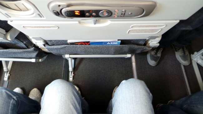 Como é voar de Avianca - espaço para pernas