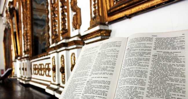 Fim de semana em Salvador - Igreja Nosso Senhor do Bonfim bíblia
