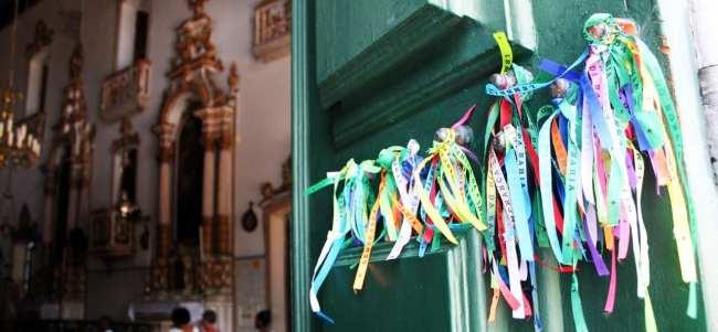 Fim de semana em Salvador - Igreja Nosso Senhor do Bonfim fitinhas na porta