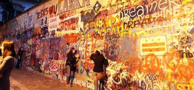 Road trip pela República Tcheca - A parede de John Lenon em Praga