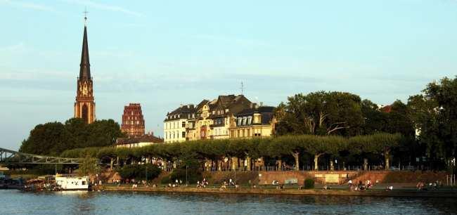 Passeio em Frankfurt - passeio de barco pelo rio Main 1