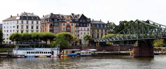 Passeio em Frankfurt - passeio de barco pelo rio Main 2