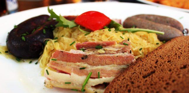 Melhores restaurantes de Frankfurt - Bacon e linguiça do Atschel