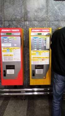 Como usar o metrô de Praga - Máquinas de compra de tickets