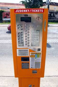 Como usar o metrô de Praga - Máquina de compra de tickets