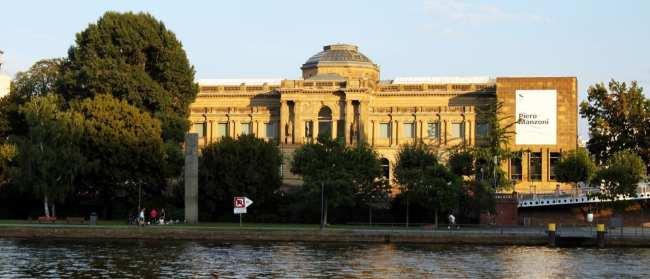Museus de Frankfurt - Stadel Museum visto do Rio Main