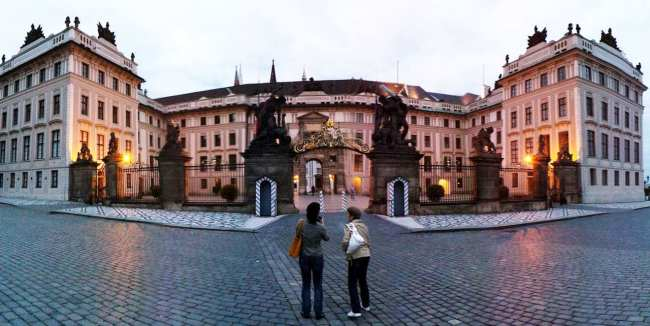 Castelo de Praga - Interior ao escurecer 2