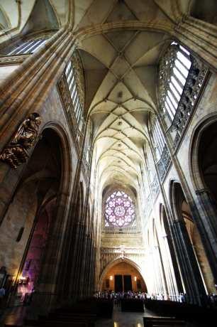 Castelo de Praga - Interior da Catedral de São Vito 6