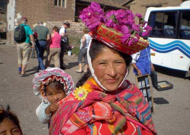 Fabulous Peru Tours - Mãe e filhos peruanos