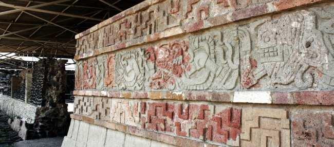 Pirâmides de Tula no México - Muro das Serpentes