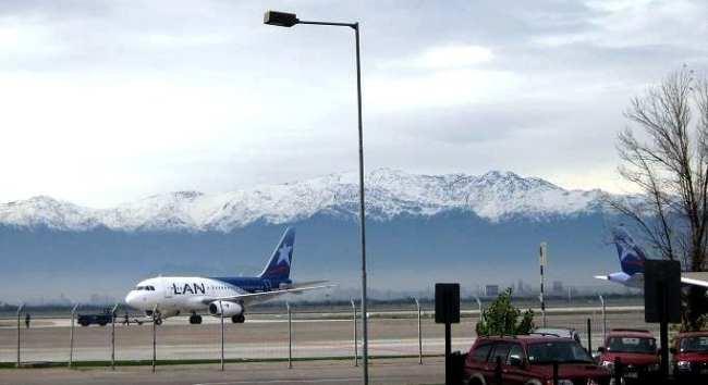 Dicas para viajar nos feriados - avião LAN em Santiago