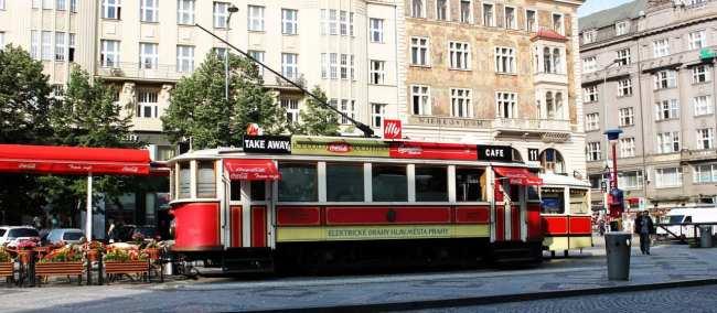 Praça Venceslau de Praga - Café no bondinho