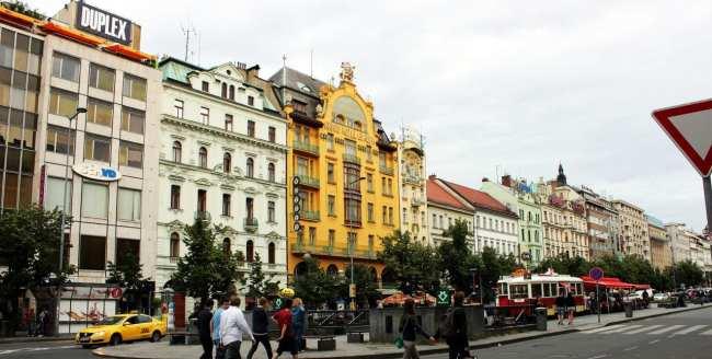 Praça Venceslau de Praga - Prédios e arquitetura