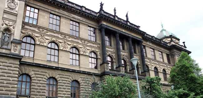 Praça Venceslau de Praga - Lateral do Museu Nacional