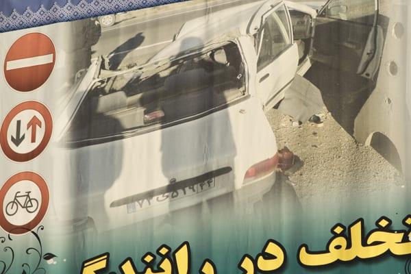 Campanha de prevenção de acidentes no Irã. Inútil, ao que parece. Foto: Gabriel Prehn Britto (CC BY-NC-SA 4.0)