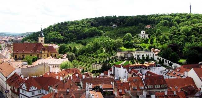 Malá Strana Praga - Vista do Parque Petrín pela Igreja de São Nicolau