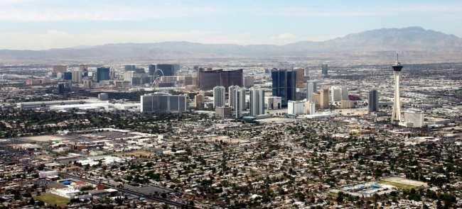 Passeio de helicóptero pelo Grand Canyon perto de Las Vegas - Cidade vista ao longe