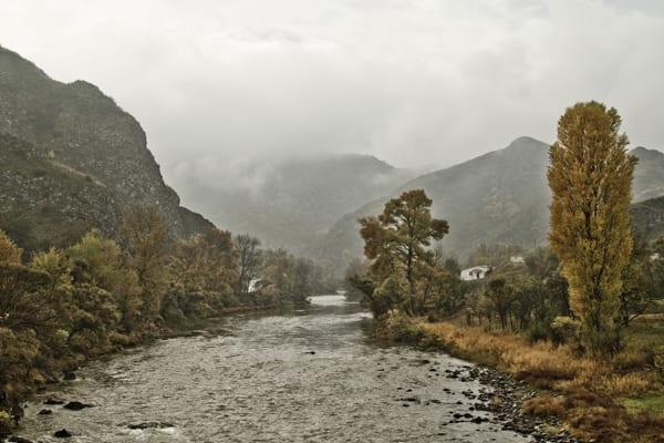 Montanhas na região da fronteira com Turquia e Armênia