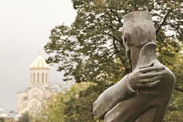 Tbilisi estatua olhando