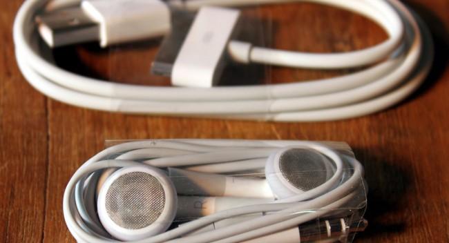 Desapegando com a OLX - Cabo usb e fones de ouvido originais Apple