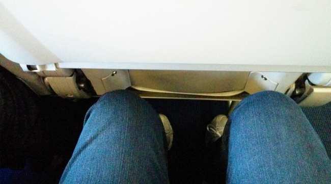 Como é voar de Sky Airline - Micro espaço para pernas 1
