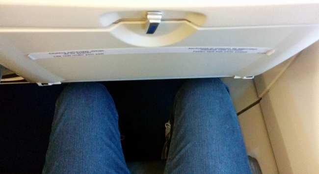Como é voar de Sky Airline - Micro espaço para pernas 2