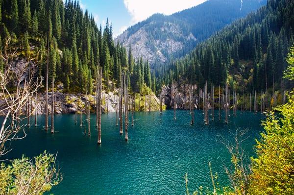 Lago Kaindy, Kazakhstan, por Shutterstock