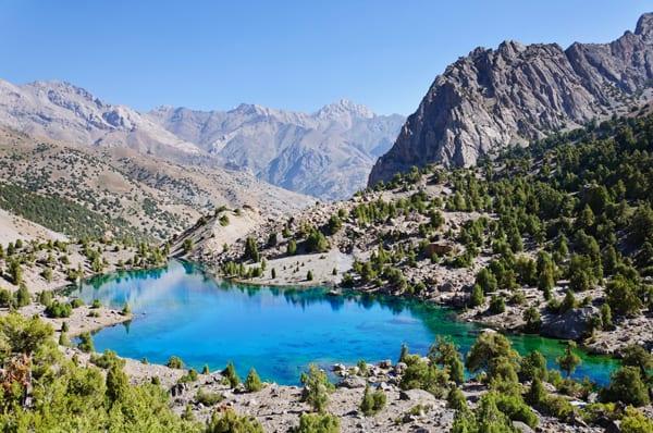 Lago nas montanhas do Tajiquistão, por Shutterstock
