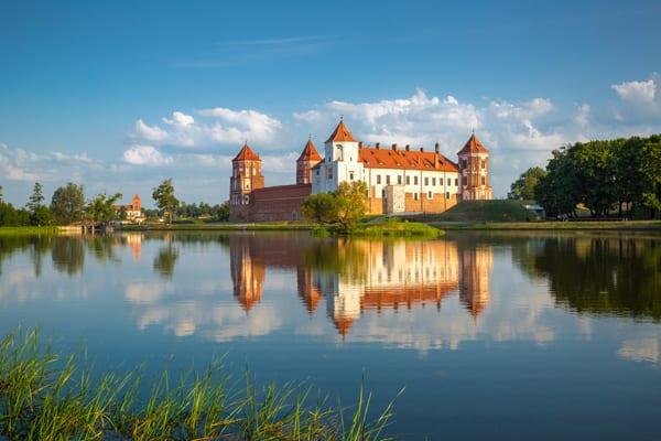 Castelo em Mir, Belarus, por Shutterstock