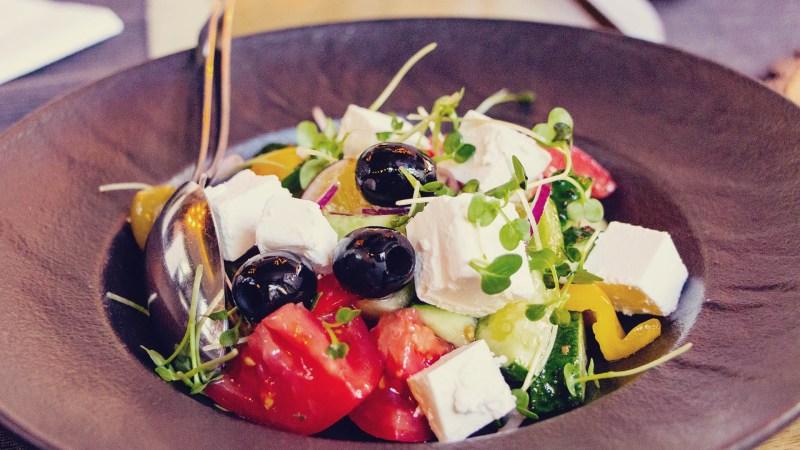 Comidas típicas da Rússia - salada grega