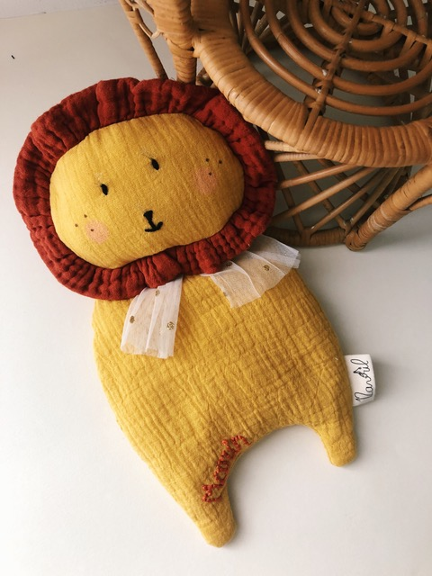 doudou pour bébé en lion