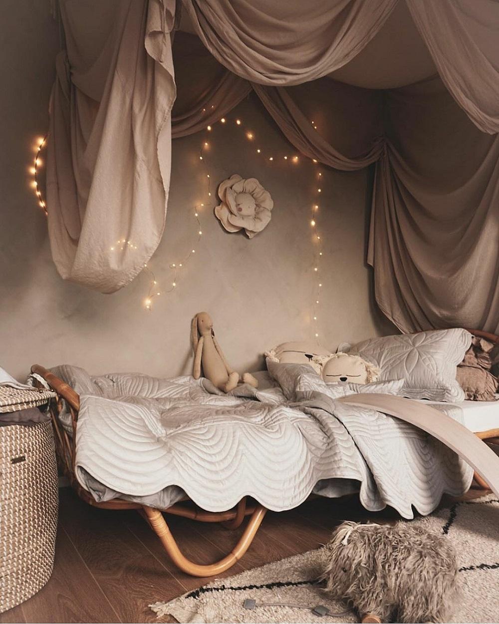 Décoration poétique d'une chambre de petit fille