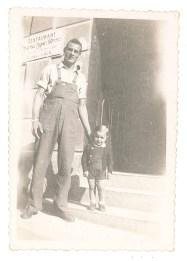 Joseph et son fils, Hervé, alors âgé de 2 ans.