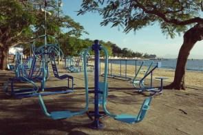Club de gym du 3e âge en plein air.