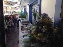 Les clients, en terrasse du café gourmet.
