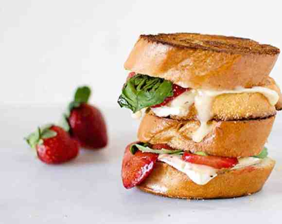 Balsamic Roasted Strawberry Grilled Cheese #WeekdaySupper #FLStrawberry