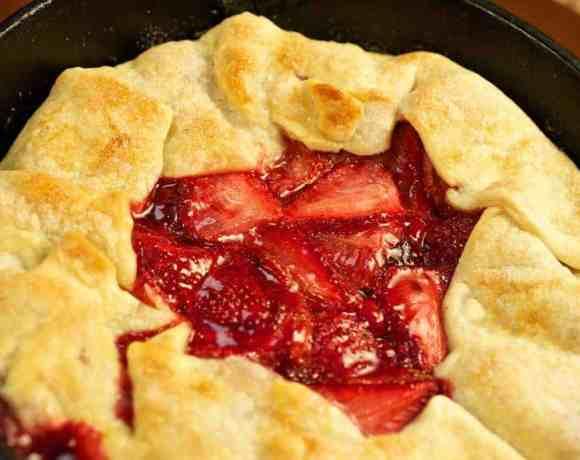 Sunday Supper recipes: Rustic Strawberry Tart #WeekdaySupper #FLStrawberry